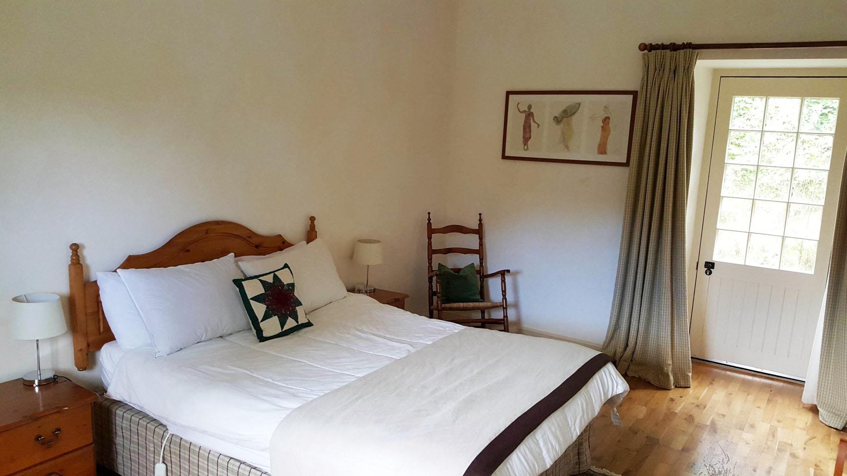 garden flat bedroom
