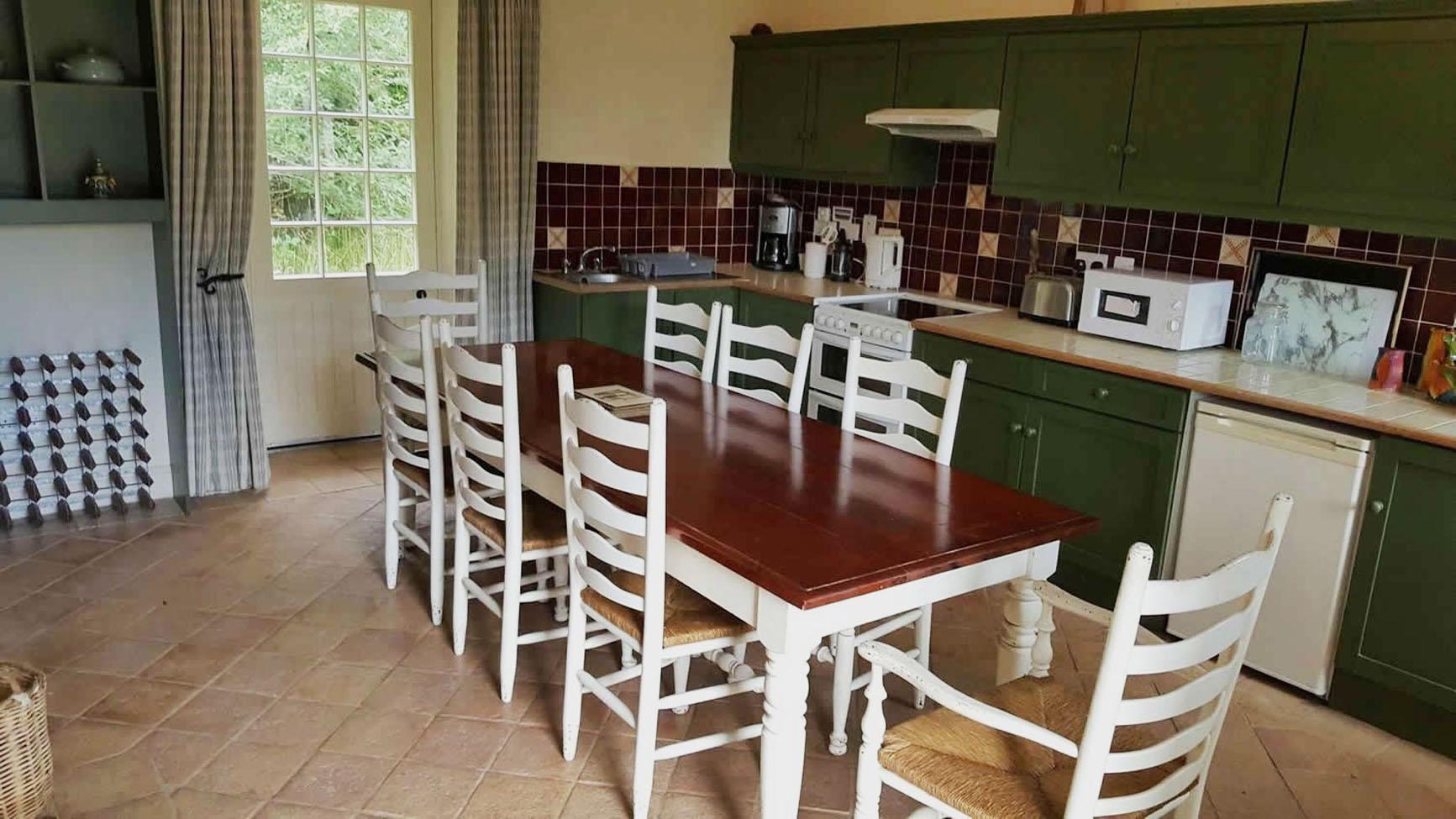 garden flat kitchen image